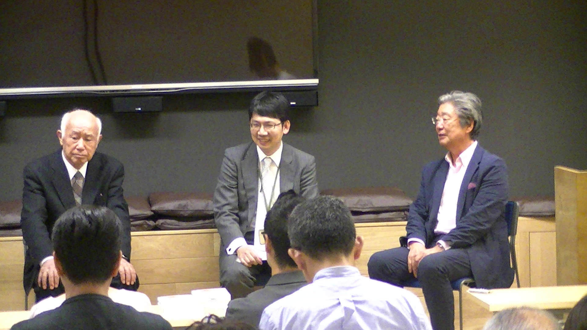 東京思風塾において思風先生と新井さん、加藤さん対談
